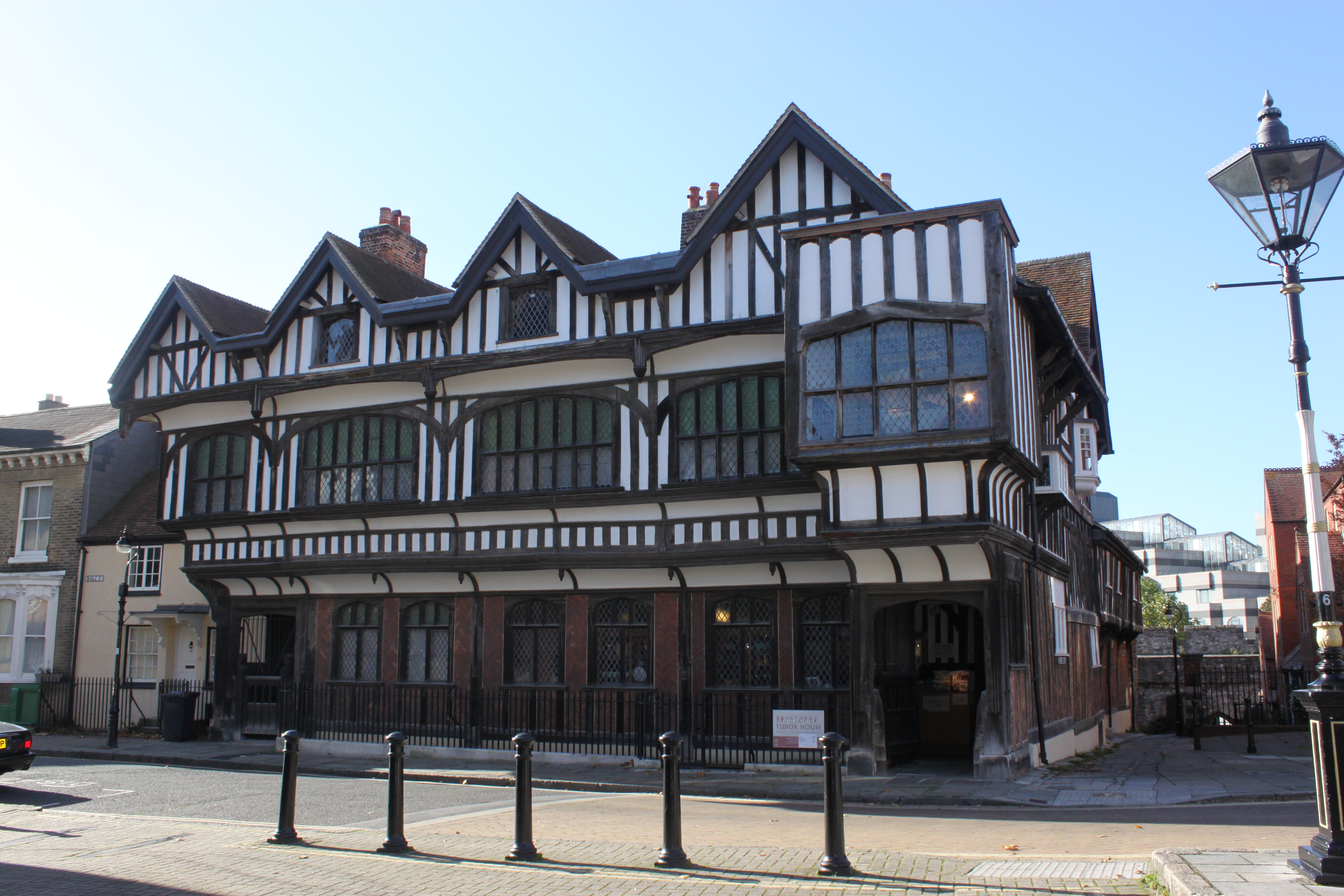 Tudor house westgate hall destination southampton for Tudor house